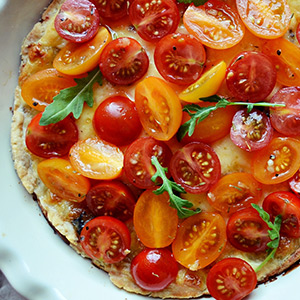 Crackers and tomatoes