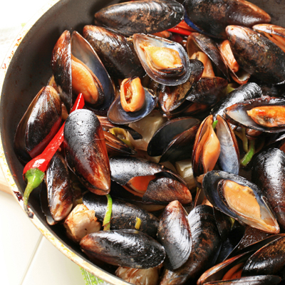 Mussels with Chervil and Red Pepper
