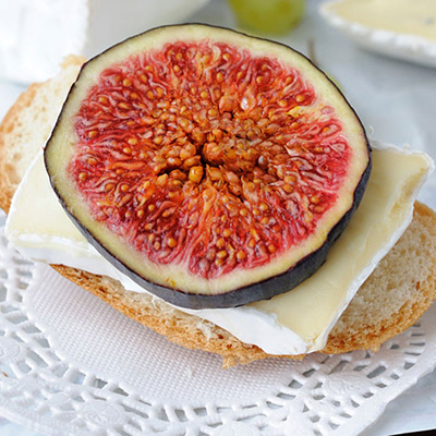 Warm Péribonka Cheese and Fig Sandwich